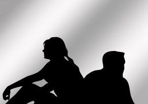 Communicatie problemen tijdens de overgang kunnen voor relatieproblemen zorgen tussen partners.